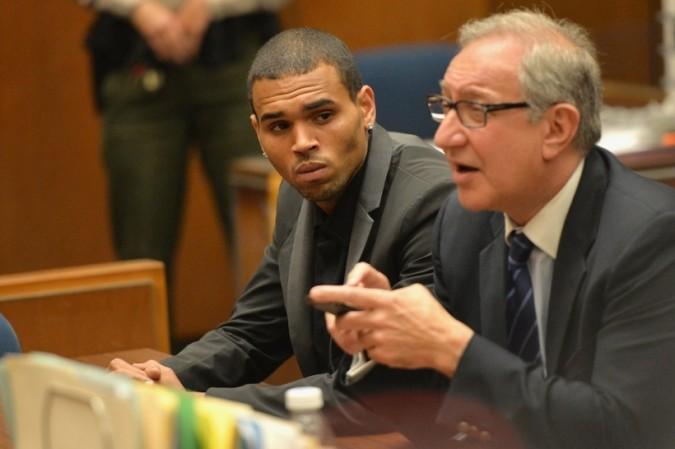 Chris Brown tendrá que permanecer en prisión por lo menos hasta junio