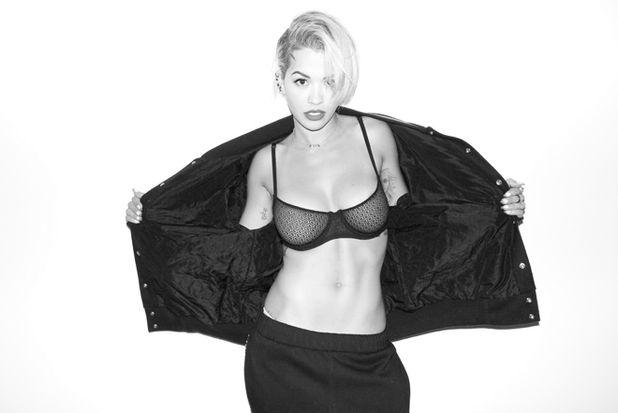 Rita Ora posa para la cámara de Terry Richardson
