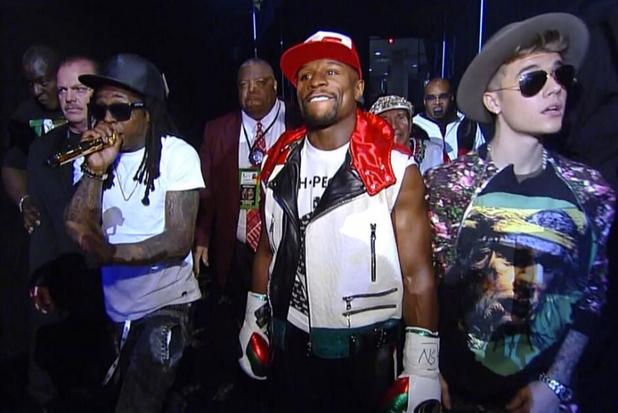 Lil Wayne interpreta «Believe Me» acompañando a Floyd Mayweather Jr. al ring junto a Justin Bieber