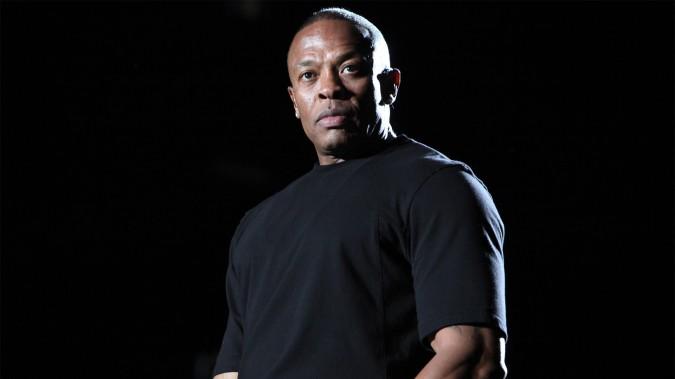 El alcalde de Compton le ofrece la llave de la ciudad a Dr. Dre