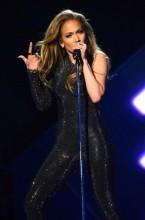 Jennifer López interpreta su nuevo single, «First Love», en los Billboard Music Awards 2014