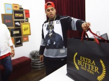 Chris Brown de compras en Extra Butter
