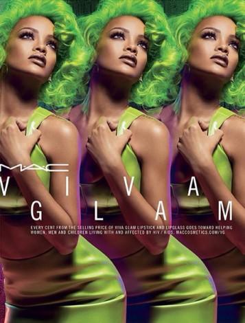 rihanna green glam 357x470 - Chequeo mensual: agosto
