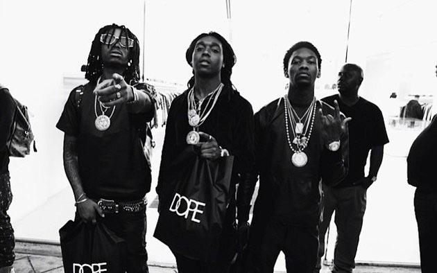 Unos raperos de DC muestran la chain robada a Quavo