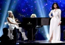Nicki Minaj y Skylar Grey ponen la calma en los AMA 2014 interpretando 'Bed Of Lies'