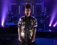 The Weeknd interpreta 'Earned It' en The Tonight Show