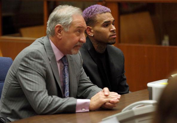 Chris Brown termina la libertad condicional por su agresión a Rihanna