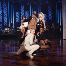 Ne-Yo y Juicy J interpretan 'She Knows' en The Hellen Show