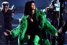 Rihanna arrasa en los iHeartRadio Music Awards con su 'Bitch Better Have My Money'