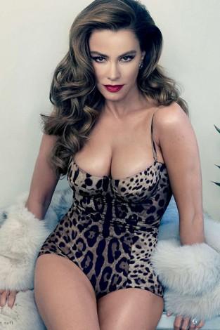 1428673110 extras albumes 0 313x470 - Sofía Vergara posa para Annie Leibovitz en Vanity Fair
