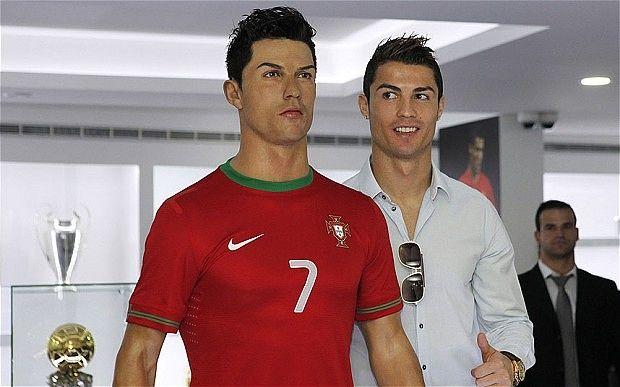 Cristiano Ronaldo paga 43.000 dólares por su propia escultura de cera