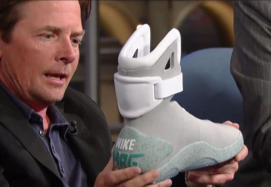 Michael J. Fox muestra sus Nike Mag en Jimmy Kimmel Live!