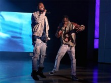 Miguel y Travi$ Scott interpretan 'Waves' en Ellen