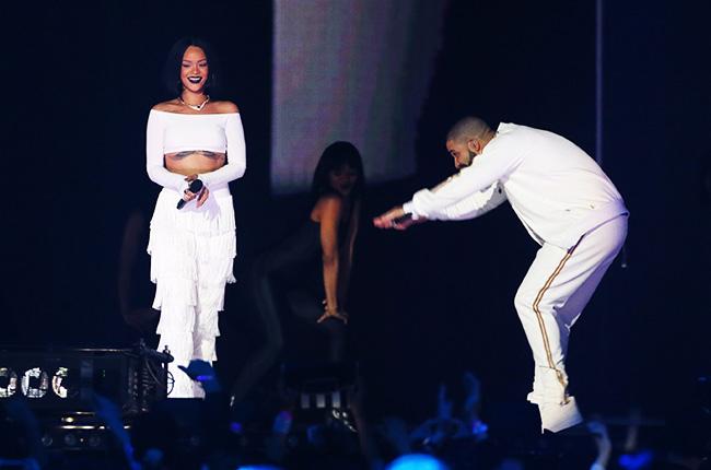 Drake y Rihanna visitan por sorpresa a una fan con cáncer