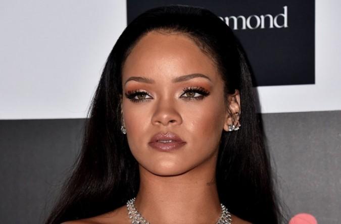 Rihanna está preparando una línea de maquillaje