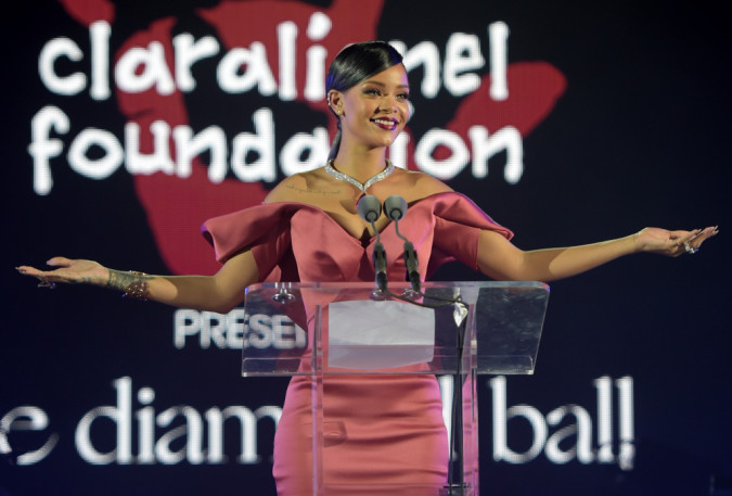 Rihanna lanza su programa de becas para estudiantes