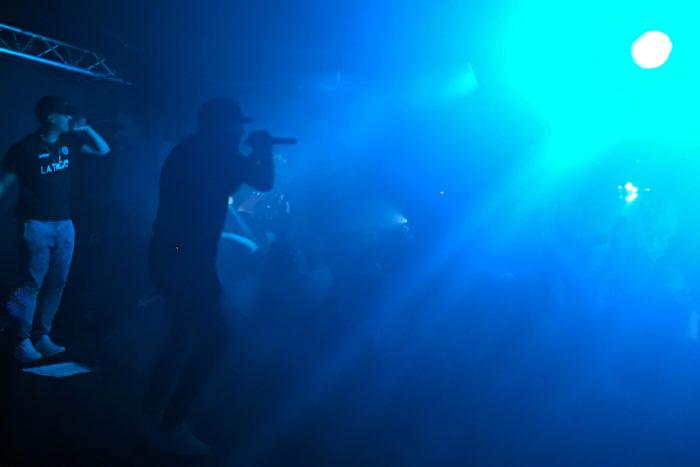 """4 700x467 - """"Lo mejor de tocar con Daddy Yankee fue la barbacoa"""", entrevistamos a Dellafuente y Maka"""