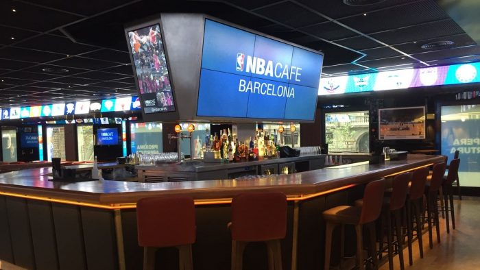 Aterriza en Barcelona el primer NBA Cafe de Europa