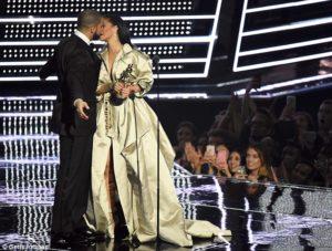 Drake está cada vez más fuera de la friendzone de Rihanna