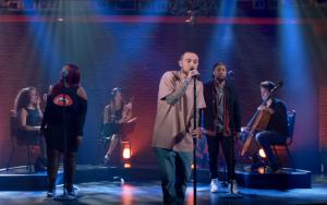 Mac Miller disfruta interpretando 'Soulmate' y 'My Favorite Part' en directo
