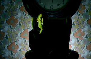 Zetazen se despierta al lado del diablo en 'Demonio'