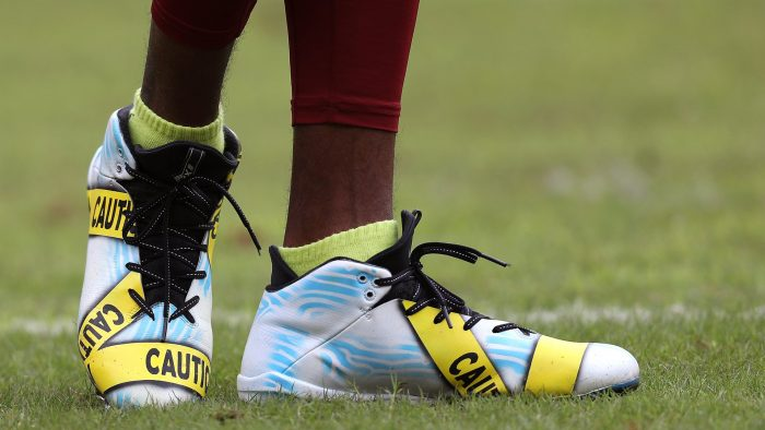 DeSean Jackson de la NFL protesta con unas botas personalizadas