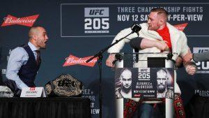 Conor McGregor la vuelve a liar en la rueda de prensa previa al UFC 205