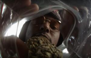 La marihuana es la protagonista del vídeo 'Dope Dealer' de ScHoolboy Q