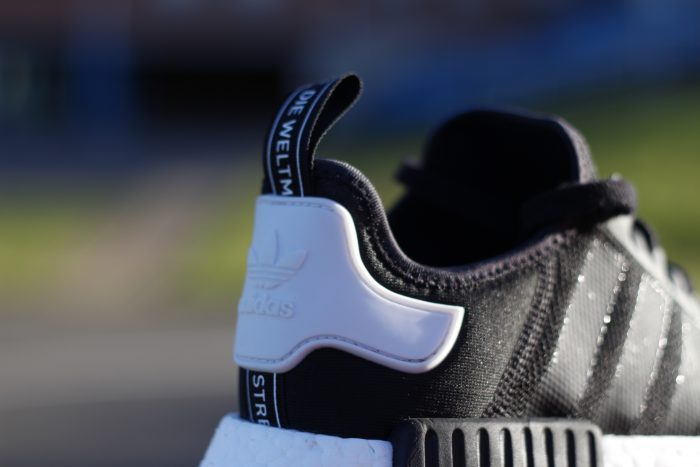 MG 8423 700x467 - Review 'adidas NMD R1' en #SneakersTV