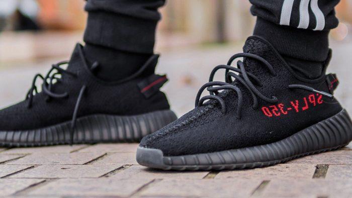 Échale un vistazo a las nuevas Yeezy Boost 350 V2 Negro/Rojo que saldrán en 2017