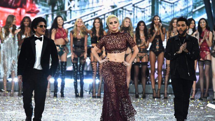 The Weeknd, Bruno Mars y Lady Gaga actúan en el Victoria's Secret Fashion Show