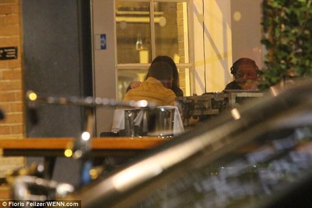 3C77018000000578 4152224 image a 178 1485267921238 - Pillan a Drake cenando con una actriz porno en Ámsterdam