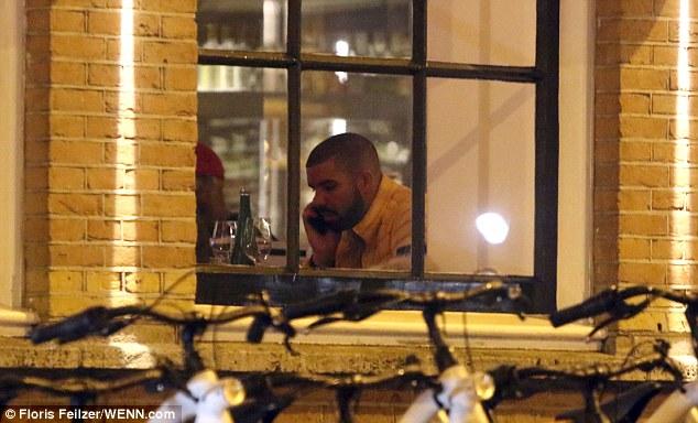 3C77019A00000578 0 image a 167 1485267313622 - Pillan a Drake cenando con una actriz porno en Ámsterdam