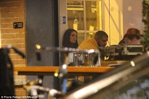 3C7701B300000578 0 image a 168 1485267377980 - Pillan a Drake cenando con una actriz porno en Ámsterdam