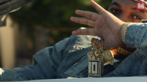 DJ Mustard, Nipsey Hussle y RJ recorren las calles al volante en 'Ridin' Around'