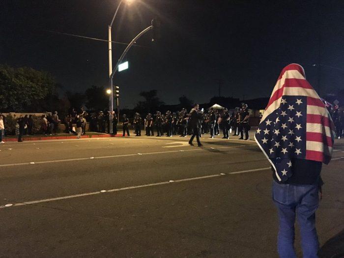 Protestas en EE.UU. por un policía que disparó un arma frente a unos adolescentes
