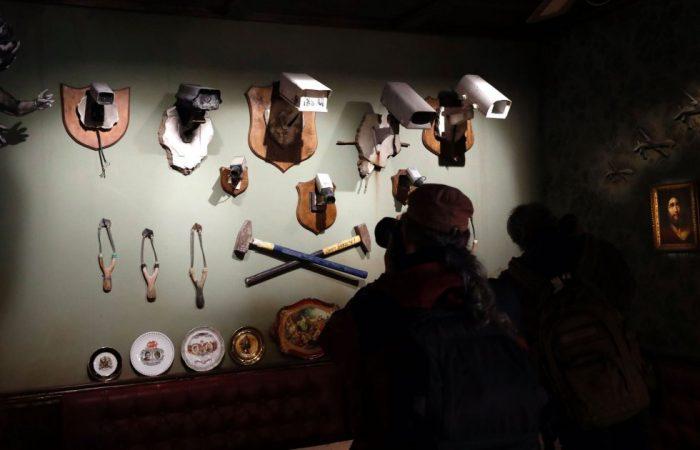 1488560875 168460 1488561244 album normal 700x450 - Un hotel en Belén decorado por el artista Banksy abre sus puertas