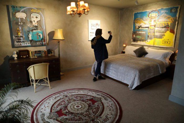 1488560875 168460 1488561252 album normal 700x471 - Un hotel en Belén decorado por el artista Banksy abre sus puertas