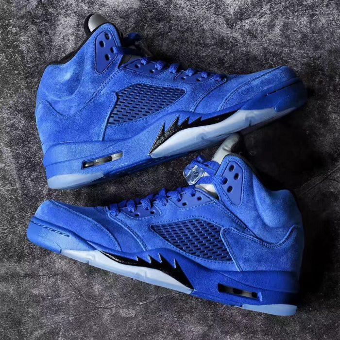 Air Jordan 5 Blue Suede 1 700x700 - Jordan romperá el verano con las Air Jordan 5 'Game Royal'