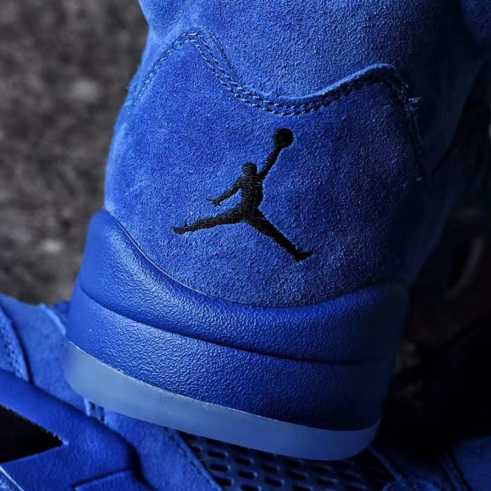 Air Jordan 5 Blue Suede 5 700x700 - Jordan romperá el verano con las Air Jordan 5 'Game Royal'