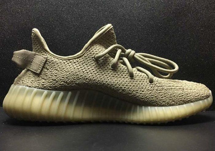 adidas yeezy boost 350 v2 dark green release info 2 700x491 - Kanye West estrena nuevo color en las Yeezy Boost 350 V2 'Dark Green'