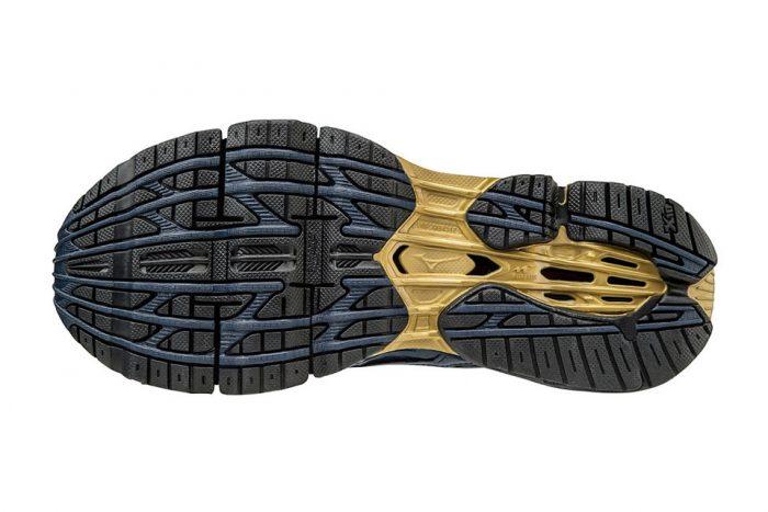 mizuno lamborghini sneaker 03 700x467 - ¿No te llega para un Aventador? Prueba con las Lamborghini x Mizuno