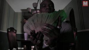 Soulja Boy cuenta billetes en su nuevo videoclip 'Flame'