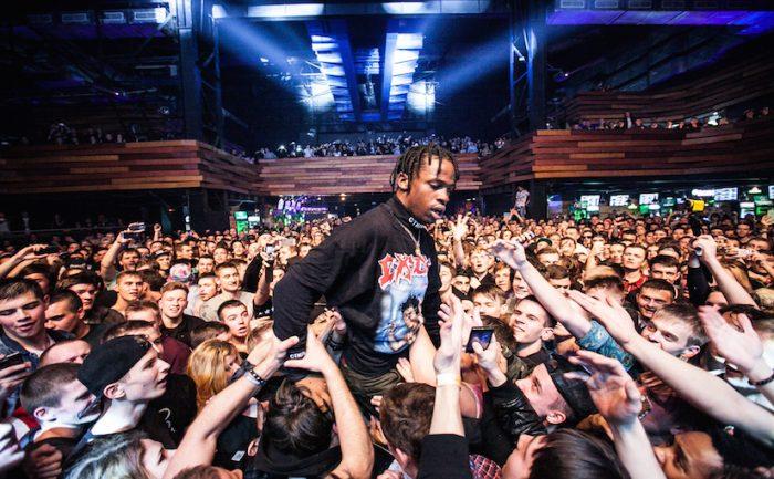 Travis Scott lanza un comunicado sobre el fan que se rompió las piernas en su concierto