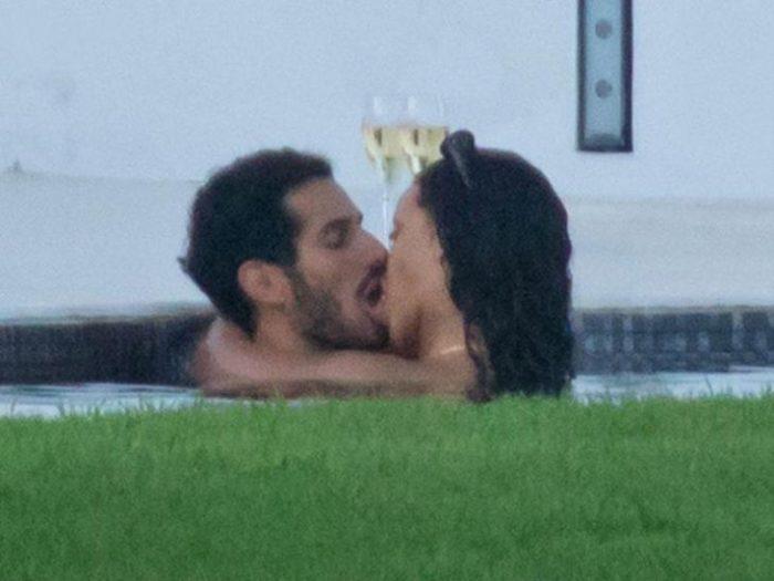 1 1 700x525 - Pillan a Rihanna besándose con un magnate saudí en España