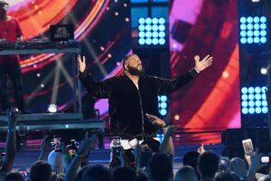 Los fans abuchean y echan a DJ Khaled tras una actuación desastrosa