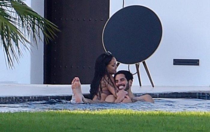4 700x441 - Pillan a Rihanna besándose con un magnate saudí en España