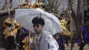 Bejo es el líder de su propia secta en su nuevo videoclip 'Bejismo'