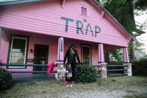 2 Chainz Pink Trap House 300x200 - 2 Chainz reconvierte su Trap House en un centro sobre el VIH