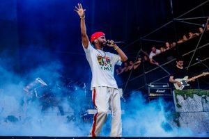 Big Sean debuta su nueva colaboración con Travis Scott en el Lollapalooza